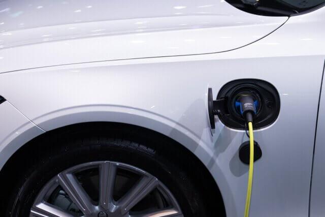 5 redenen waarom je je elektrische auto beter thuis kunt opladen